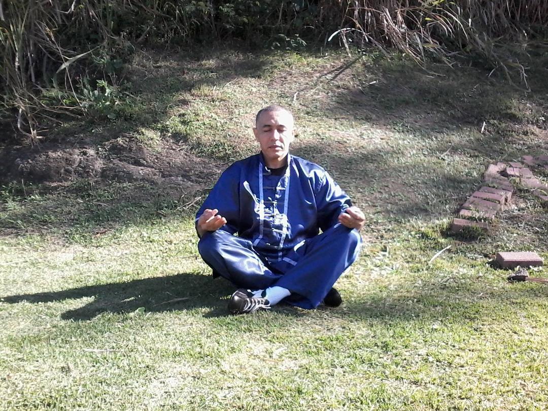Meditação e Chigong por mestre Serpio Silva